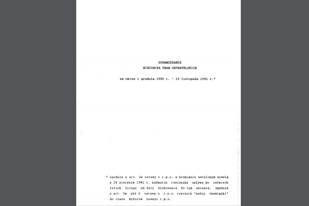 Biała okładka z czarnym tytułem