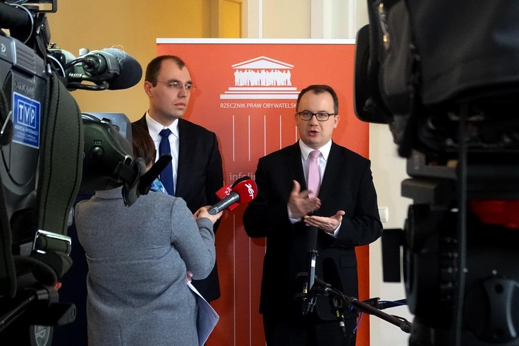 na zdjęciu Rzecznik Praw Obywatelskich mówi na temat wniosku do TK