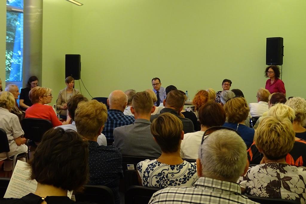 Zdjęcie: duża grupa osób na sali