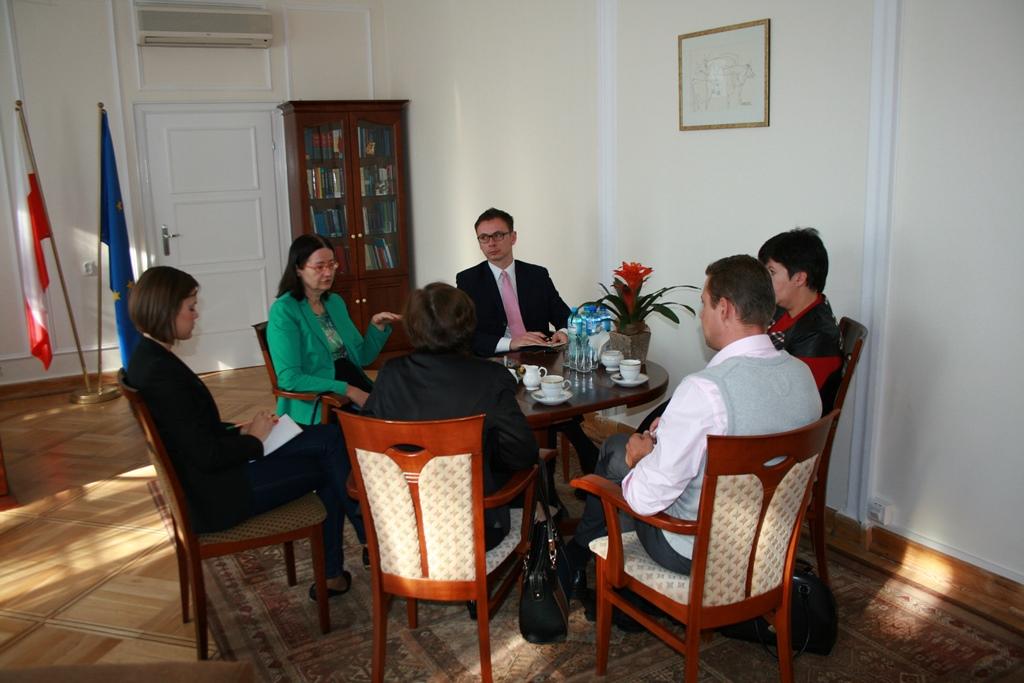 on photo prof. Irena Lipowicz, Valeriya Lutkovska and meeting participants