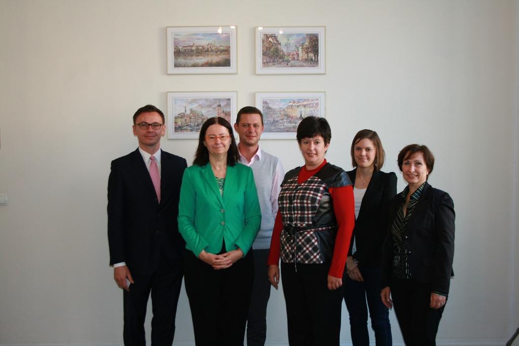 na zdjęciu prof. Irena Lipowicz, Valeriya Lutkovska i uczestnicy spotkania