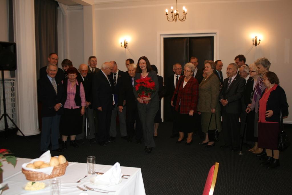 na zdjęciu prof. Irena Lipowicz i uczestnicy spotkania