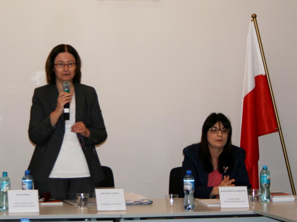 na zdjęciu prof. Irena Lipowicz i Justyna Lewandowska - dyrektor Krajowego Mechanizmu Prewencji