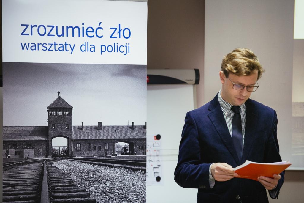 na zdjęciu Maciej Szmigiero odczytuje list RPO prof. Ireny Lipowicz - fot. Andrzej Rudiak