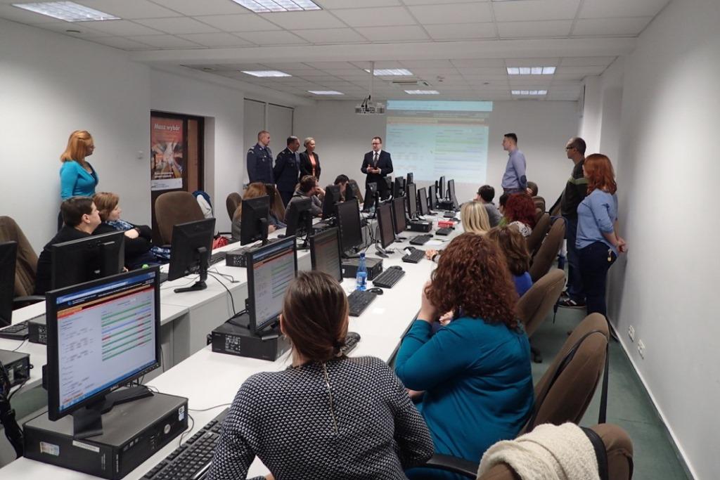 na zdjęciu RPO podczas wizyty w Biurze Dozoru Elektronicznego