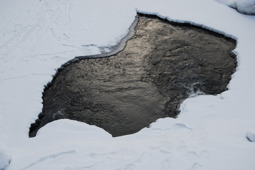 Dziura w lodzie
