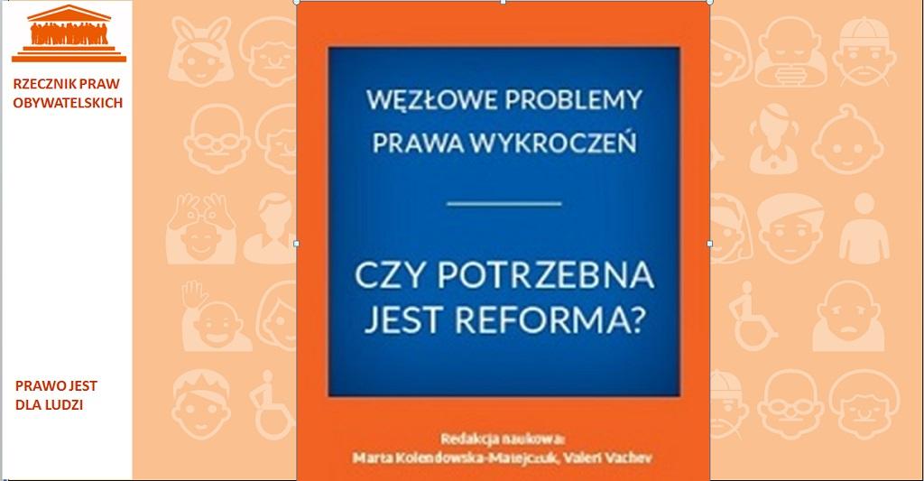 Pomarańczowa grafika z okładką monografii, na której jest niebieski kwadrat