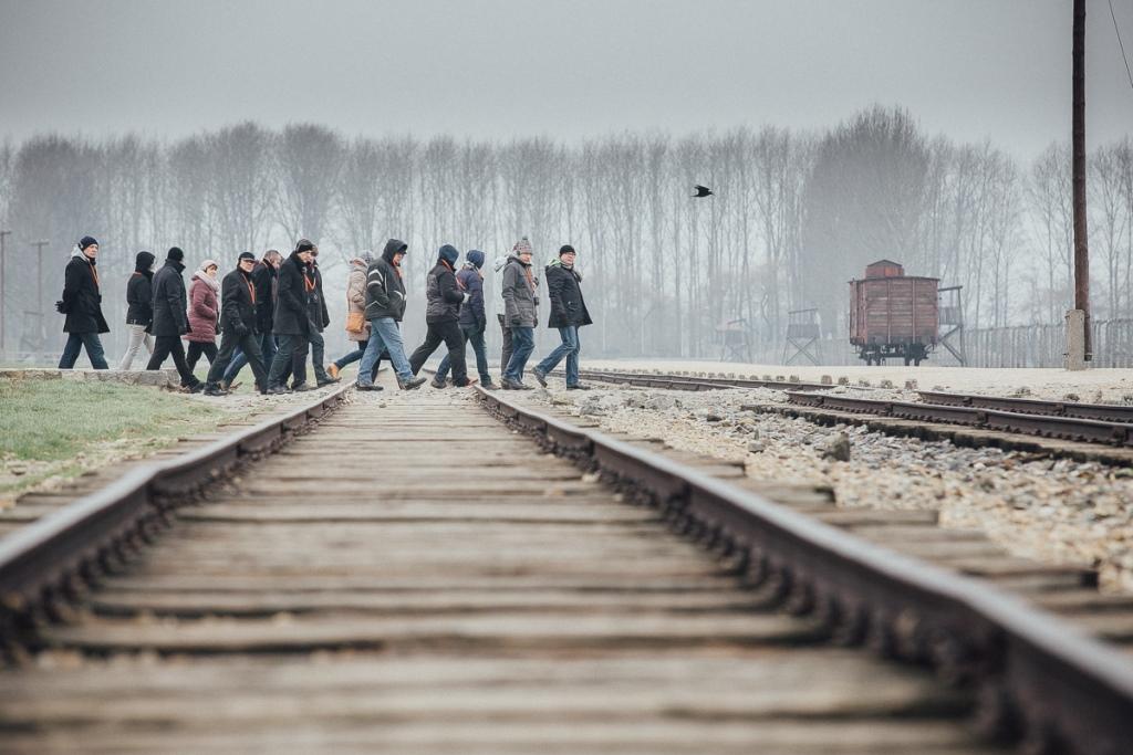 na zdjęciu uczestnicy warsztatów w w Miejscu Pamięci Auschwitz - fot. Andrzej Rudiak