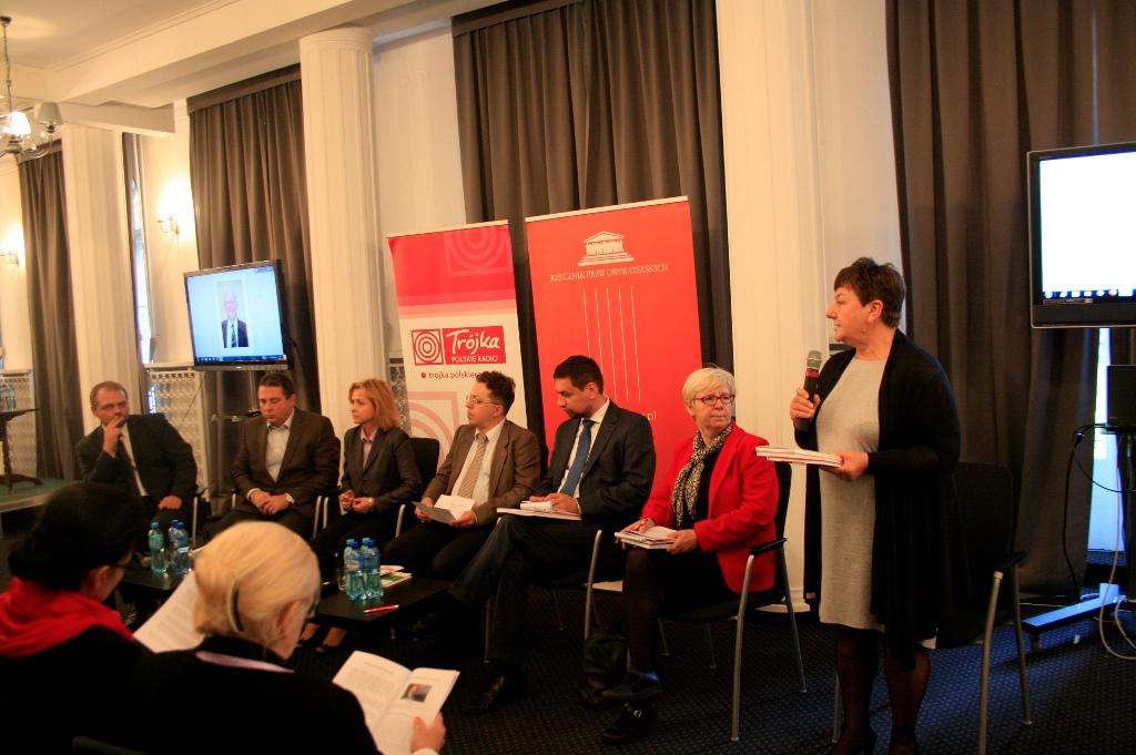 na zdjęciu Barbara Imiołczyk z Biura RPO oraz paneliści