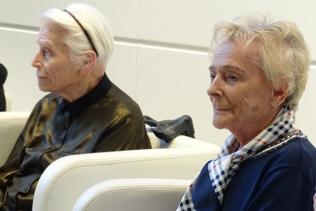 Zdjęcie: dwie starsze dystyngowane kobiety