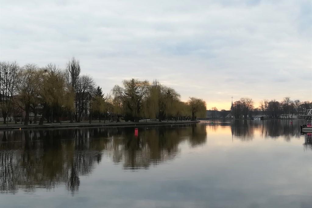 Rzeka, most i kosciół