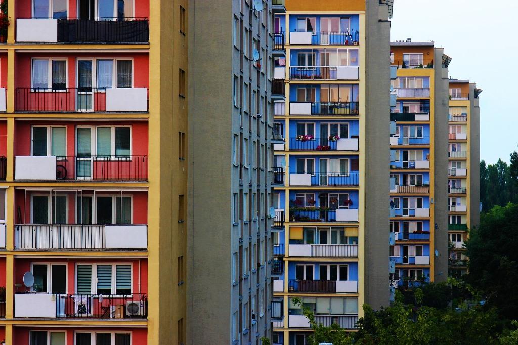 Bloki mieszkalne z lat 80.