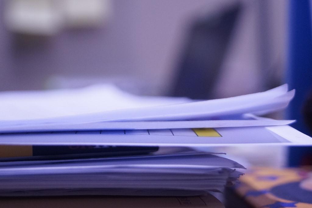 Sterta dokumentów papierowych