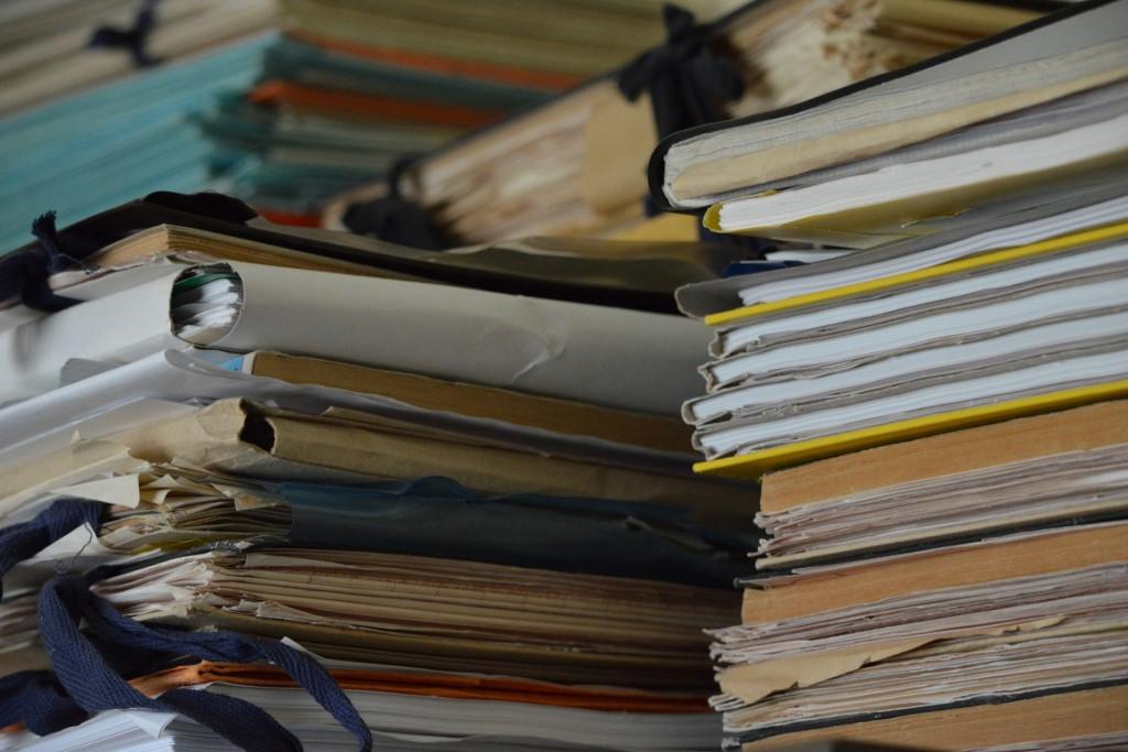Sterta teczek i dokumentów