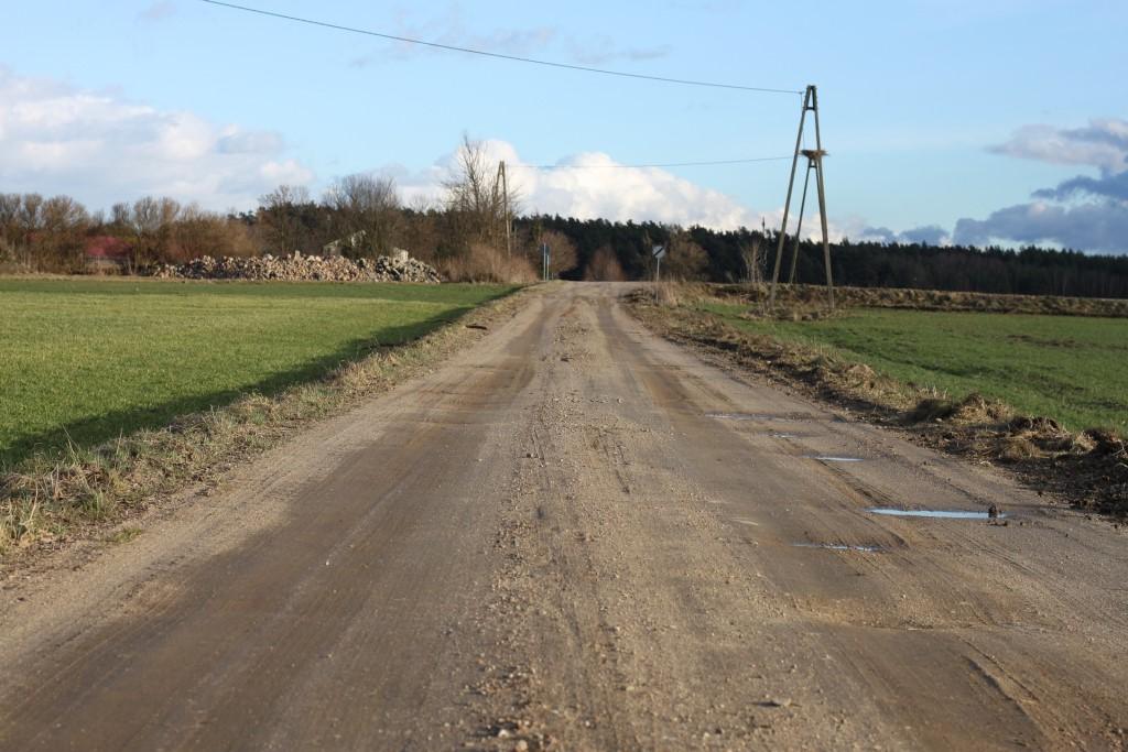 Utwardzona droga przez pola