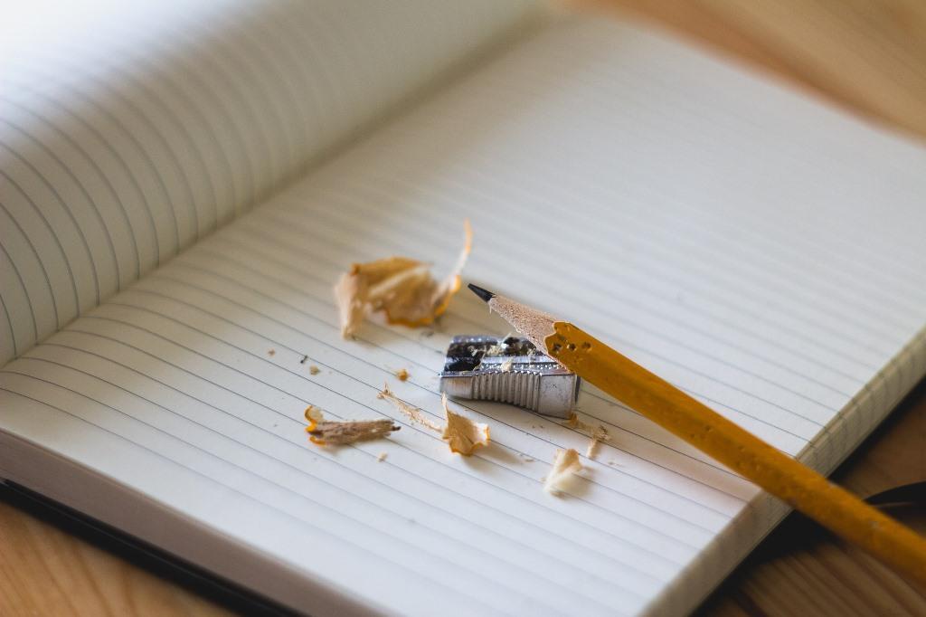 Zeszyt, ołówek i temperówka