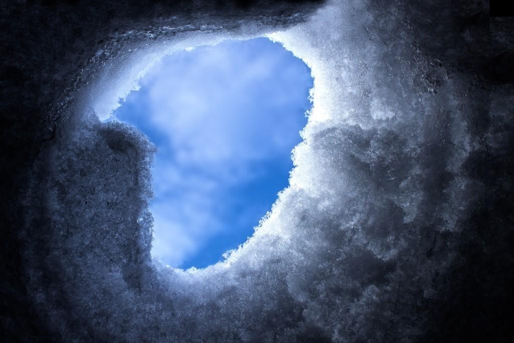 Niebo zasłaniane przez zwały śniegu