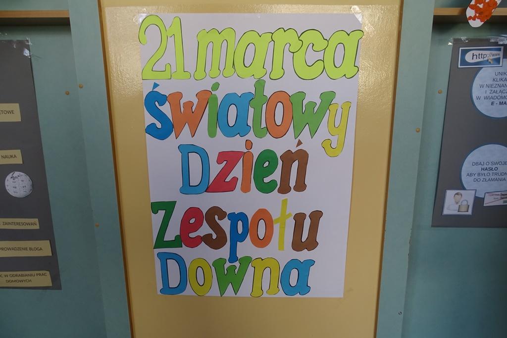 Plakat na drzwiach