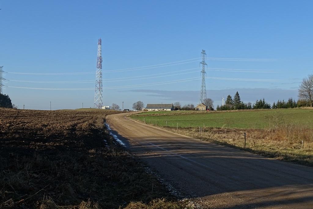 Zdjęcie: linia energetyczne nad domani