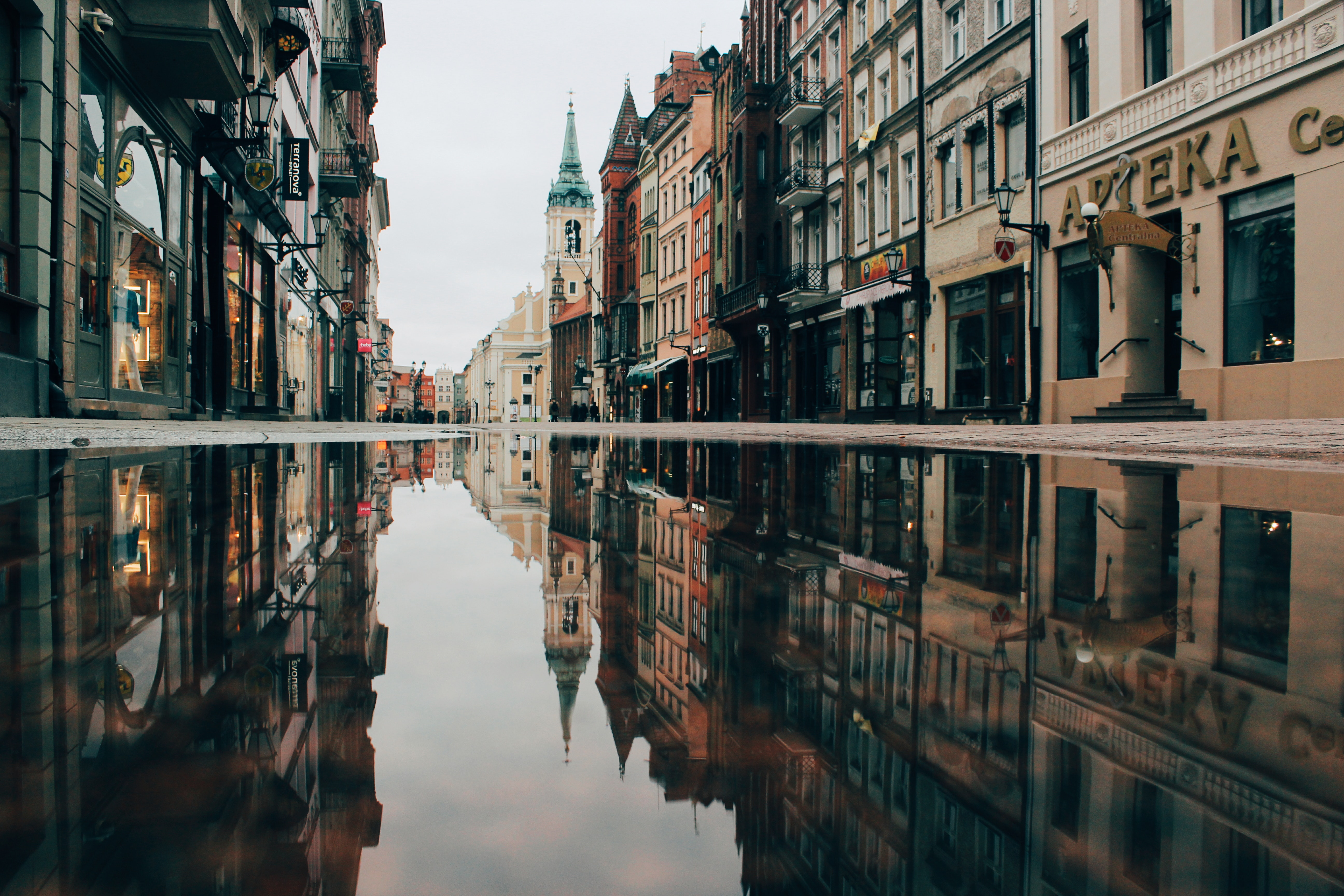 zdjęcie miasta po deszczu