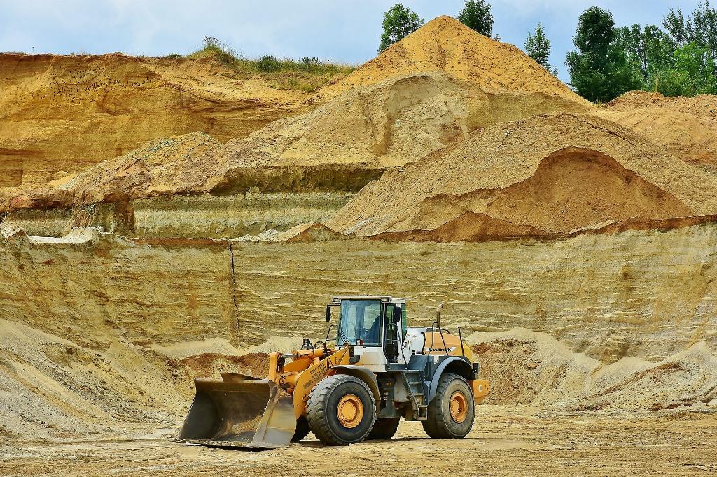 Kopalnia piasku, koparka