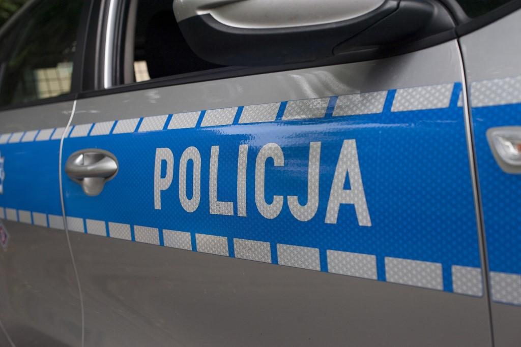 Furgonetka z napisem POLICJA