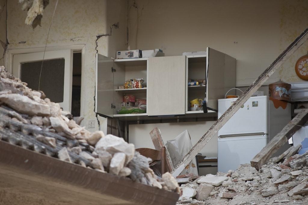 Wnętrze domu zniszczonego przez trzęsienie ziemi