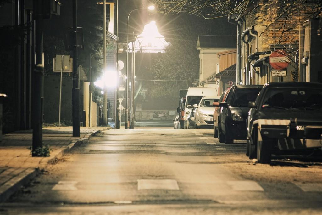 Pusta ulica nocą