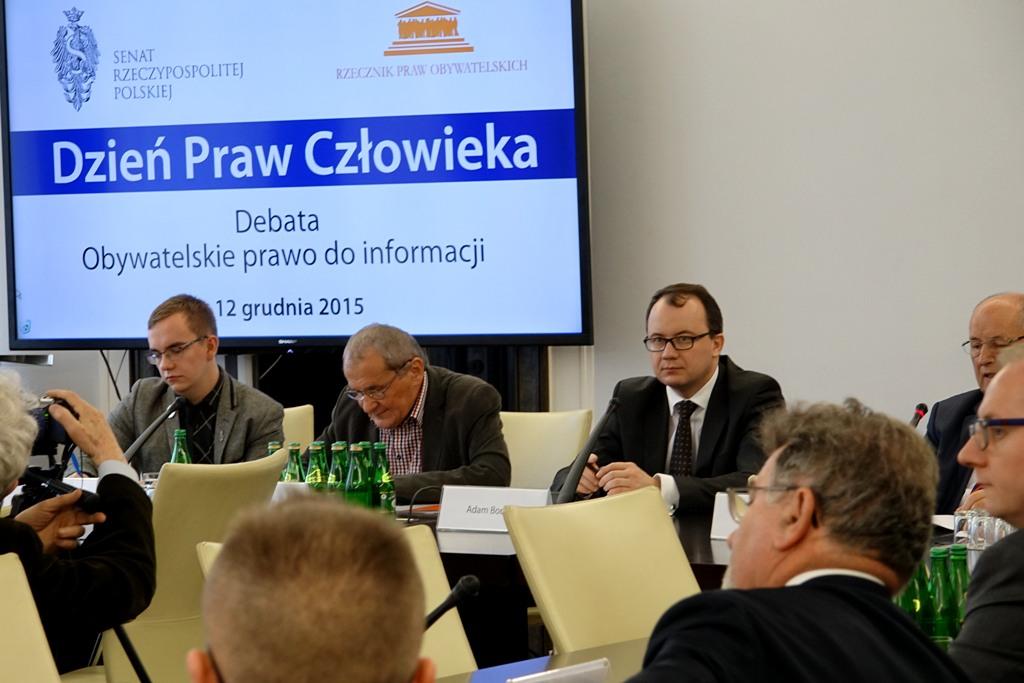 na zdjęciu uczestnicy debaty nt. obywatelskiego prawa do informacji