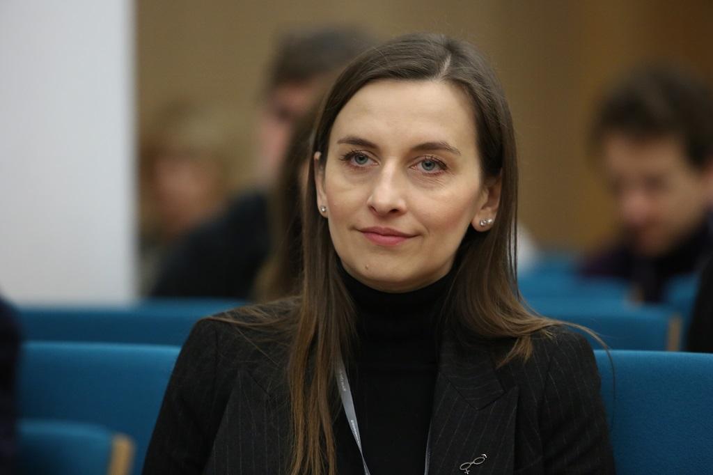 Młoda kobieta na widowni