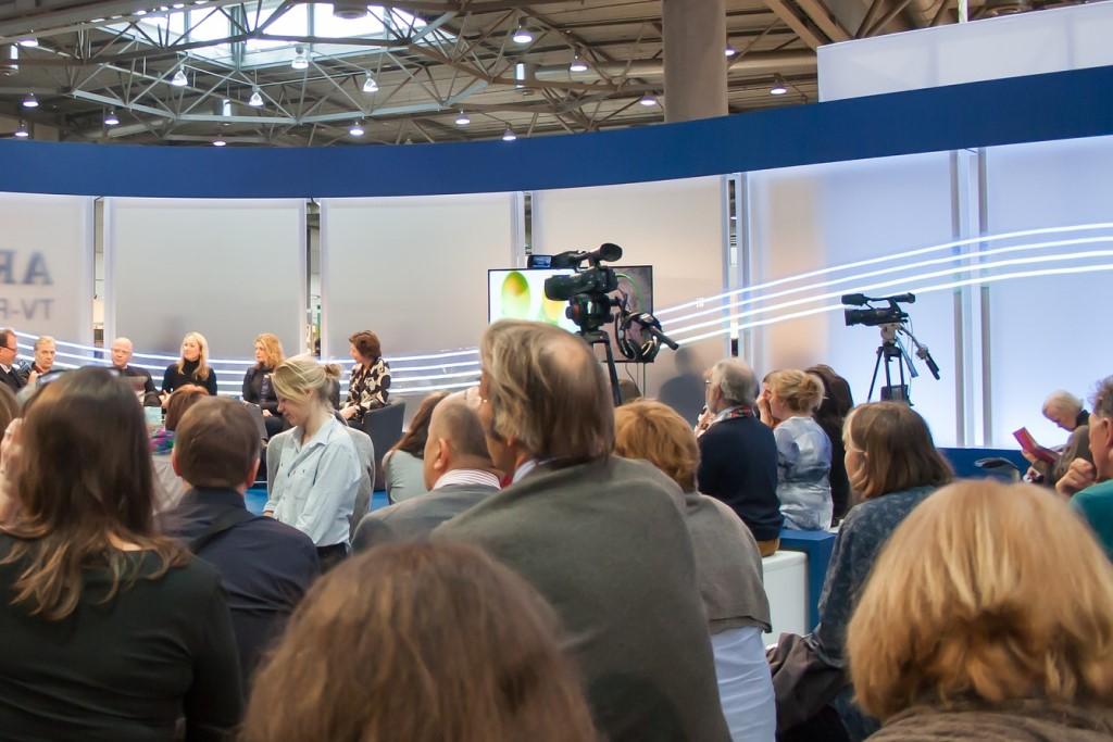Ludzie w studiu telewizyjnym