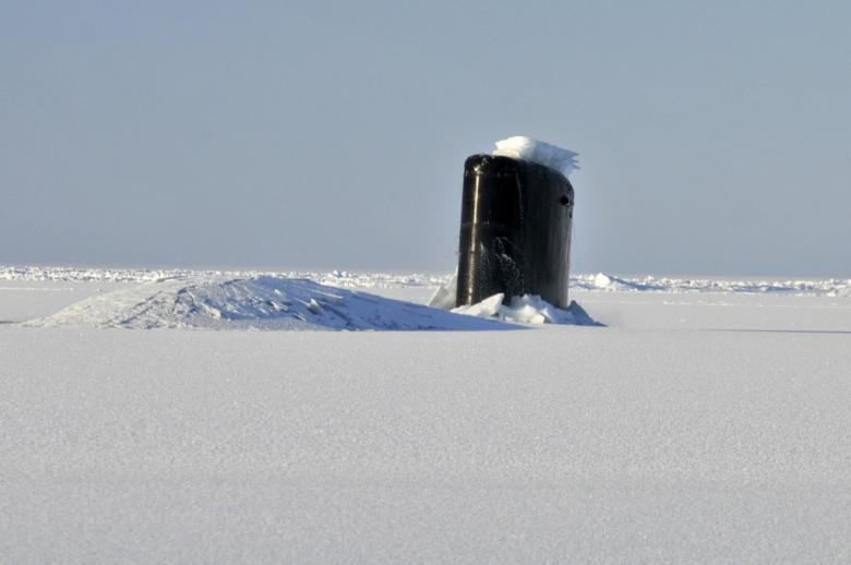 Łódź podwodna przebija lód
