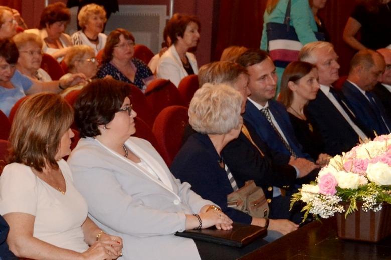 zdjęcie: kilkanaście osób siedzi na widowni
