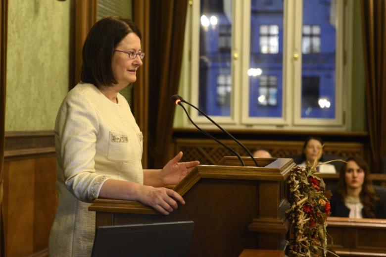 na zdjęciu przemawia prof. Irena Lipowicz
