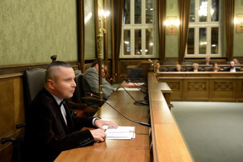 na zdjęciu przemawia Bartłomiej Skrzyński