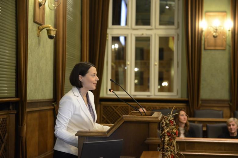 na zdjęciu przemawia Anna Błaszczak
