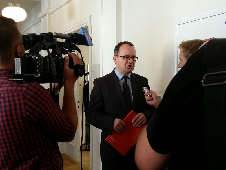 Na zdjęciu dr Adam Bodnar podczas briefingu prasowego