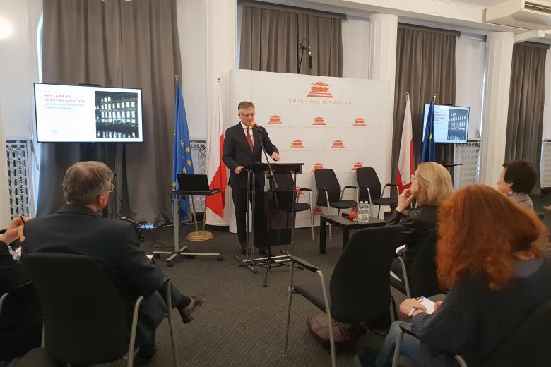 Ambasador Marek Prawda podczas otwarcia konferencji nt. Karty Praw Podstawowych