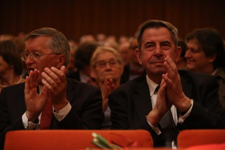 Dwaj mężczyźni na widowni