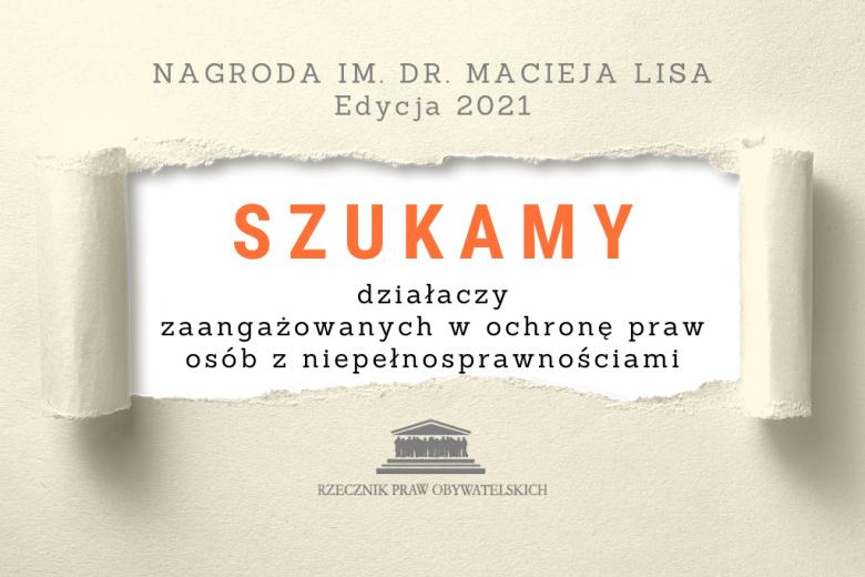 plansza z rozdartą kartką z ogłoszeniem o poszukiwaniu kandydatów do nagrody