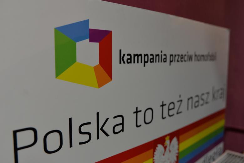 Zdjęcie przedstawia plakat KPH