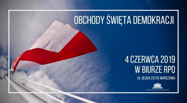 napis - obchody święta demokracji na tle polskiej flagi
