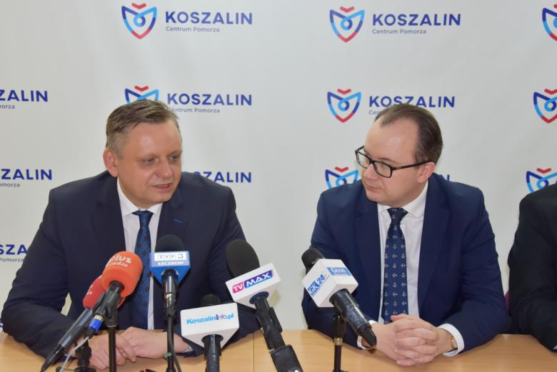Rzecznik praw obywatelskich Adam Bodnar wraz z prezydentem Piotrem Jedlińskim