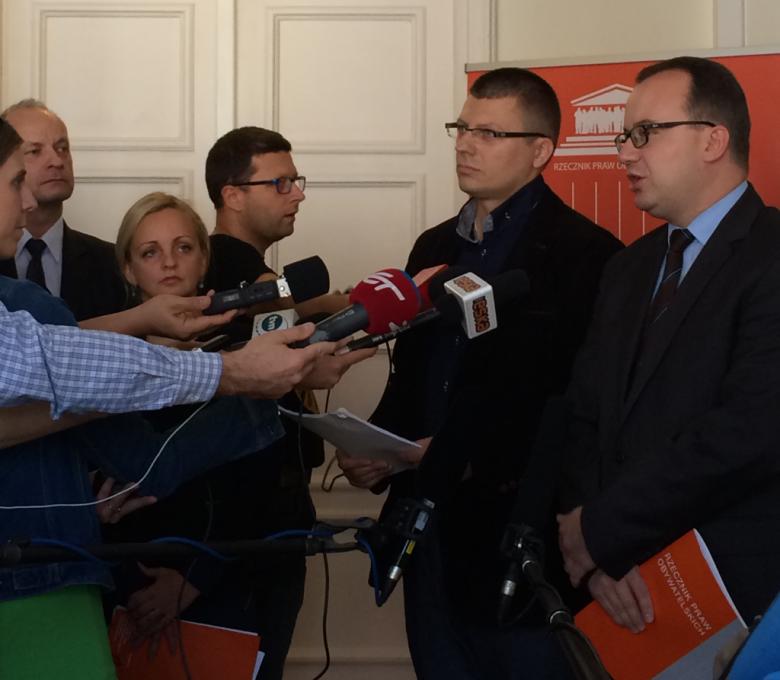 Na zdjęciu dr Adam Bodnar, dr Marcin Warchoł, dr Marta Kolendowska-Matejczuk, Marek Łukaszuk podczas briefingu prasowego