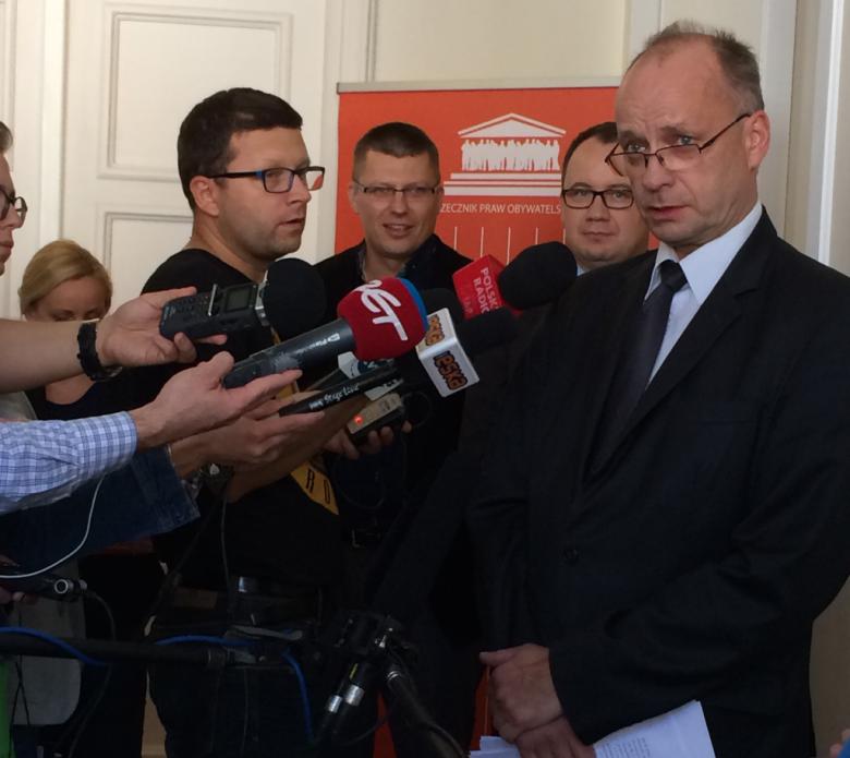 Na zdjęciu Marek Łukaszuk podczas briefingu prasowego