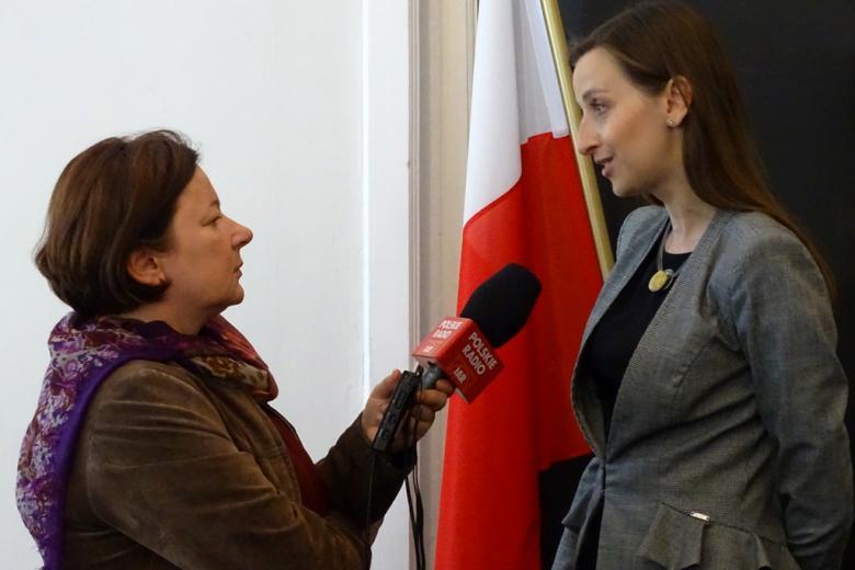 zdjęcie: dwie kobiety rozmawiają