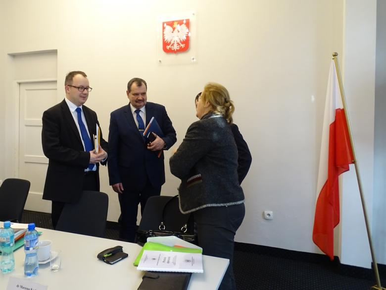 na zdjęciu rozmawiają: RPO Adam Bodnar, Zastępca RPO Krzysztof Olkowicz i członek komitetu CPT Marzena Ksel