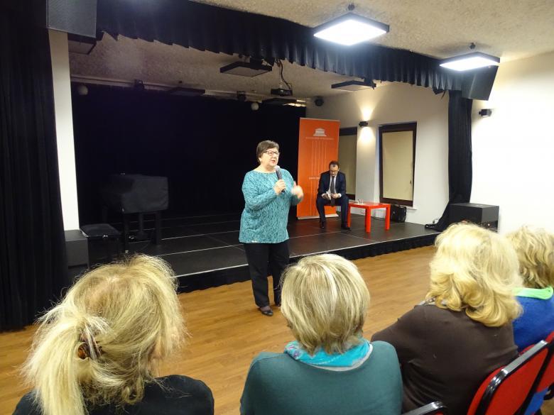 Barbara Imiołczyk podczas wykładu dla Wilanowskiego UTW