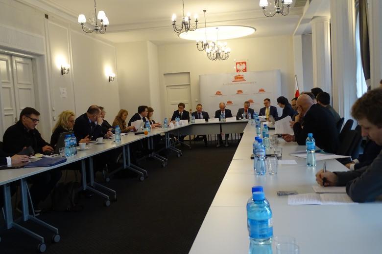 Uczestnicy seminarium eksperckiego na temat zwolnienia z tajemnicy adwokackiej i radcowskiej