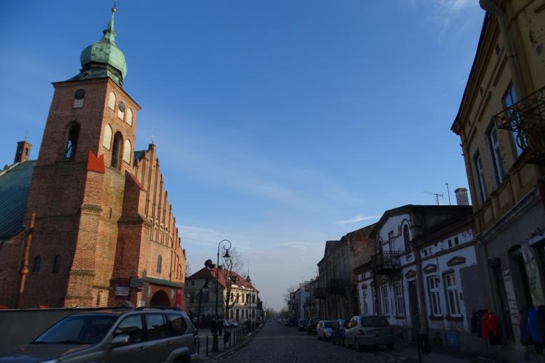 Ulica z kościołem